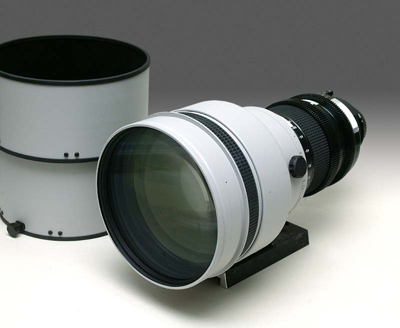 Nikkor 300mm f/2.0s  ED-IF rare piece in white THIS IMAGE IS LINKED TO EXTERNAL  ORIGINAL SOURCE.